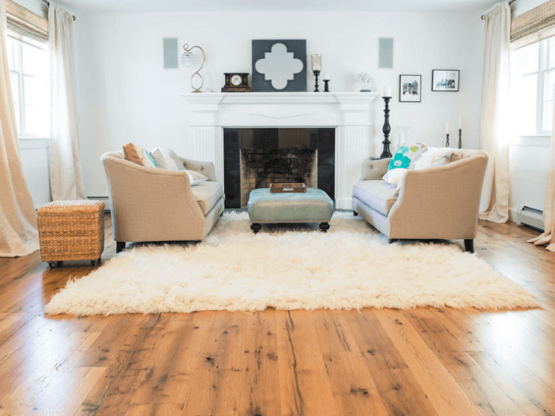 Wonderful Wide Plank, Reclaimed Oak Flooring In A Traditional Living Room
