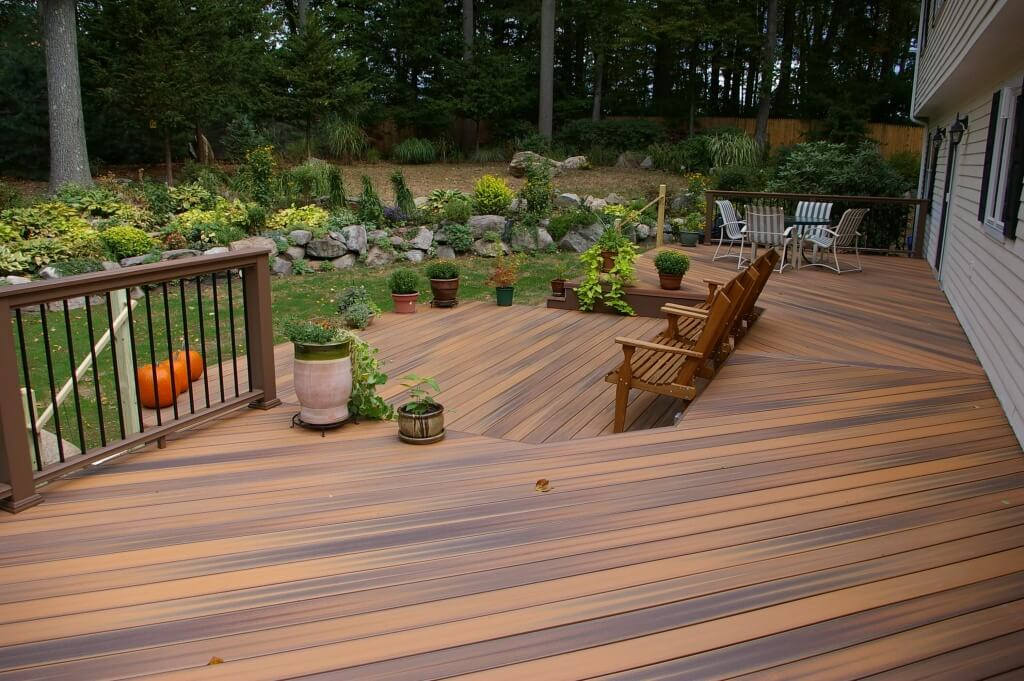 Plastic Lumber Decking that imitates the look of natural wood