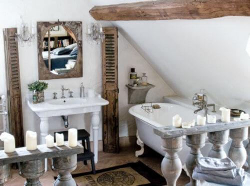 unique tiny bathroom design with reclaimed wood